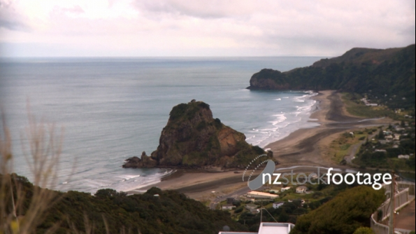 Piha Beach Lion Rock 1 1168