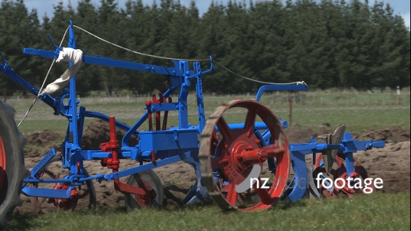 Old Tractor Plough Blue 2902