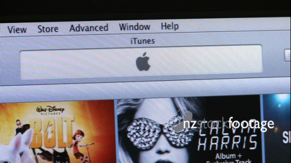 iTunes on screen 2 1077