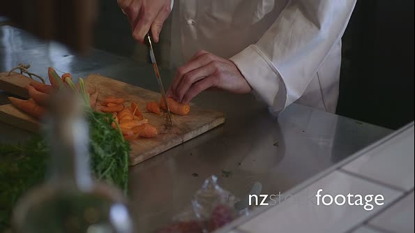 Chef chopping vegetables 13828