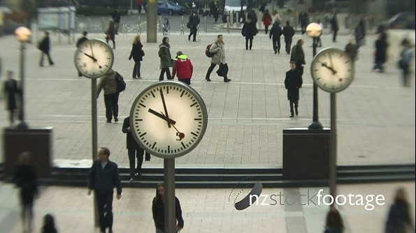 MS, Time lapse, People walking in Canary Wharf, London, England 19271