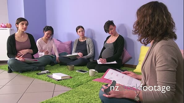 Doctor Teacher Counselor Midwife Teaching Class To Pregnant Women 23756