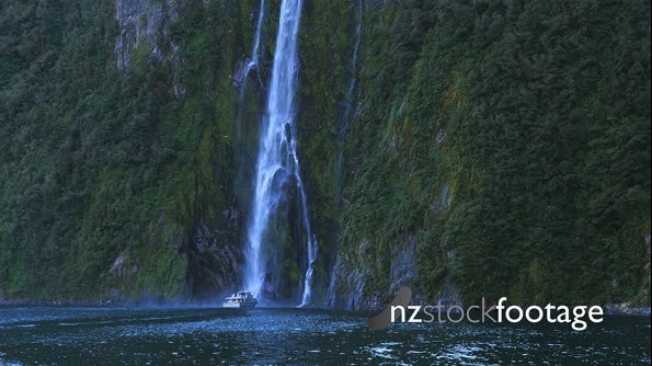 Milford Sound Waterfall Boat 4 27212