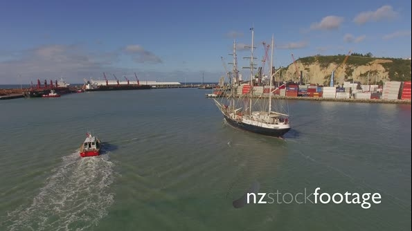 Tall Ship and Pilot boat - Towards port - Sails down_2 27436
